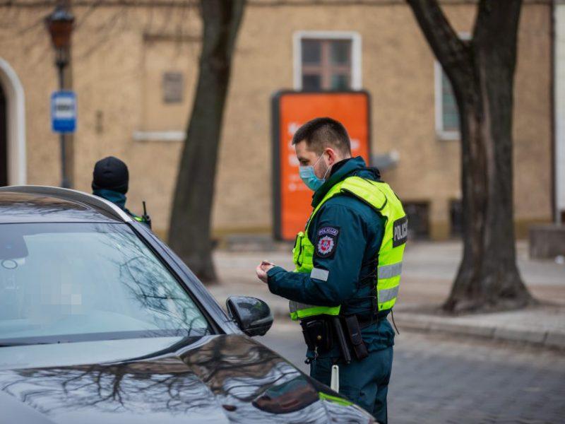 Greitį viršijęs girtas vairuotojas pasiaiškino: skubu nuvežti draugą į policijos komisariatą