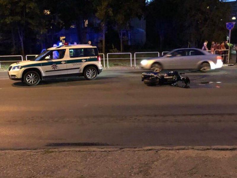 """Avarija Kaune: susidūrė """"Audi"""" ir motociklininkas"""