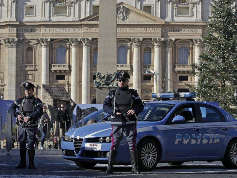 Italijoje policija surengė reidą prieš Nigerijos mafiją, suimti 32 žmonės