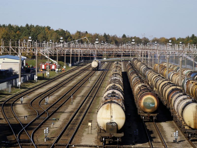 Šalia geležinkelio bus statomos triukšmą slopinančios sienutės
