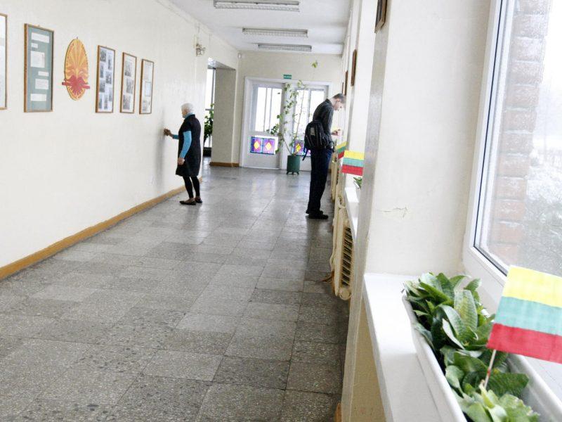 Mokyklose turės būti laikomasi atstumo, vengiama skirtingų klasių kontakto