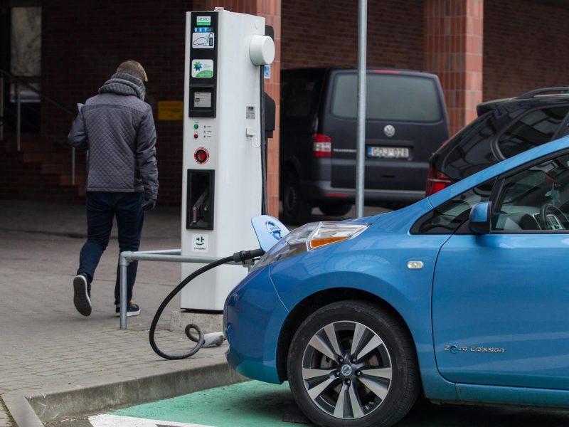 Siūloma elektromobilių įsigijimą skatinanti PVM įstatymo pataisa