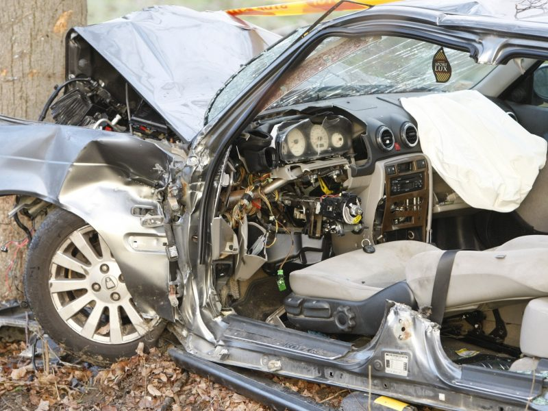 Šilutės rajone – kraupi avarija: iš sumaitoto automobilio ištraukė du žuvusius