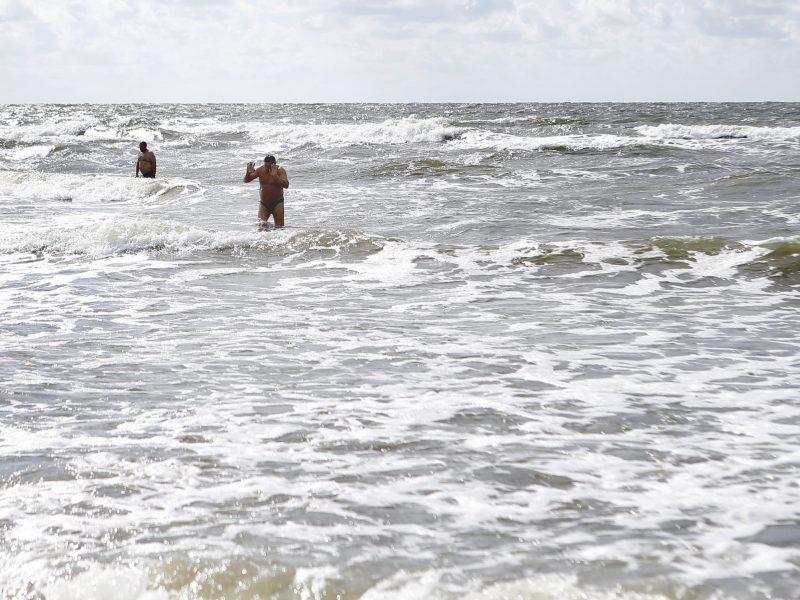 Gelbėtojai iš jūros traukia ukrainiečius