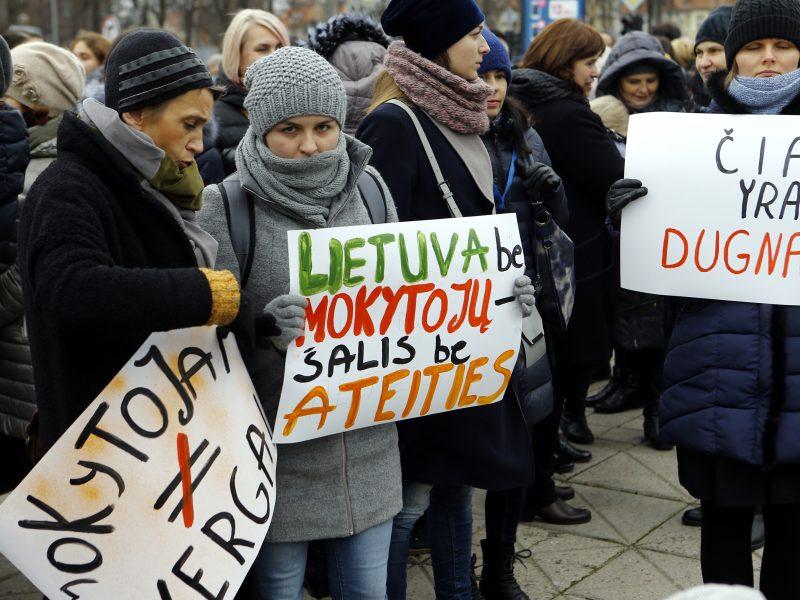 Streikavę Vilniaus pedagogai gavo premijas