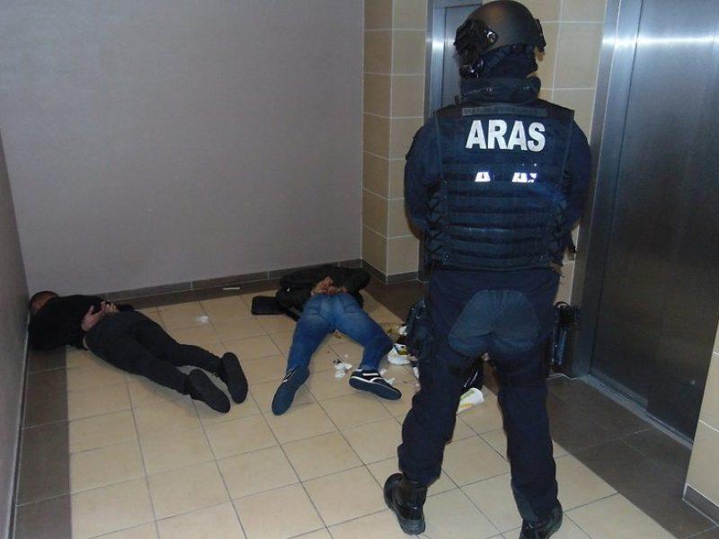 """""""Aro"""" kovotojai ant žemės paguldė prekeivius narkotikais"""