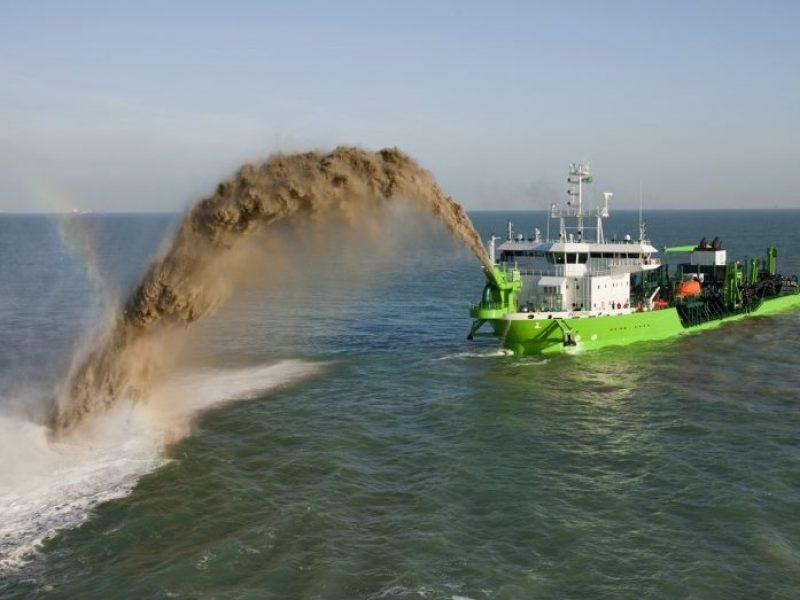 Grunto pylimas į jūrą: nauda ar tarša?