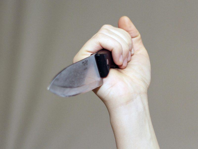 Radviliškyje neblaivi moteris peiliu sužalojo vyrą