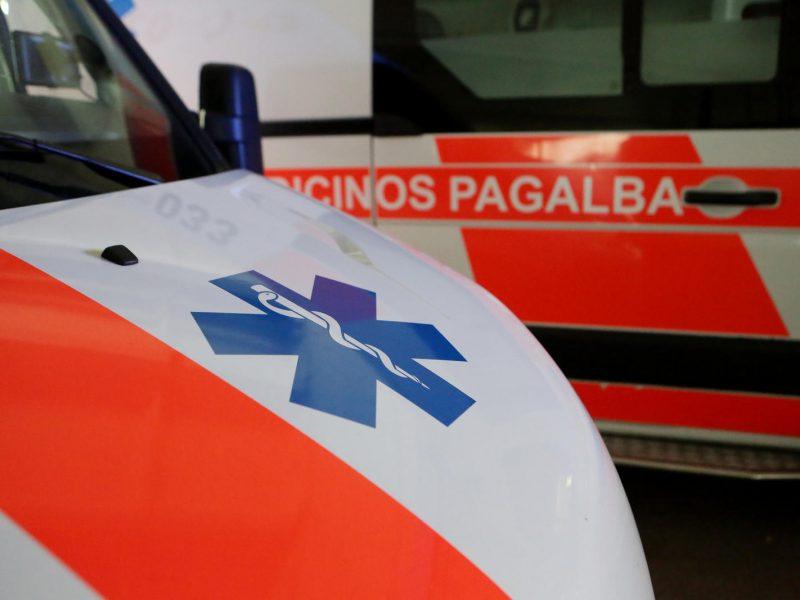 Tvenkinyje skendusi moteris mirė ligoninėje