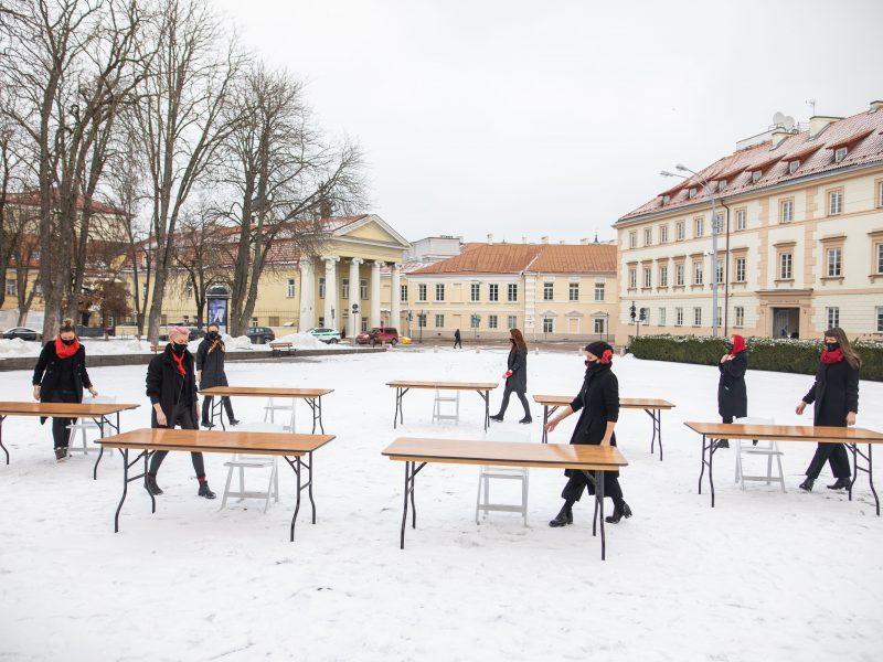 """Vilniuje – šokio grupės """"Spokšok"""" akcija už moterų teises"""