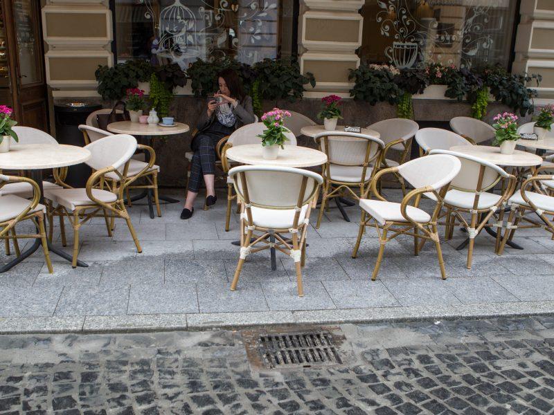 Siūloma prekybą alkoholiu lauko kavinėse drausti nuo 2021-ųjų