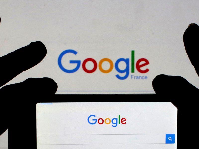 """""""Google"""" siūlo sprendimus, siekiant išvengti milžiniškų ES baudų"""
