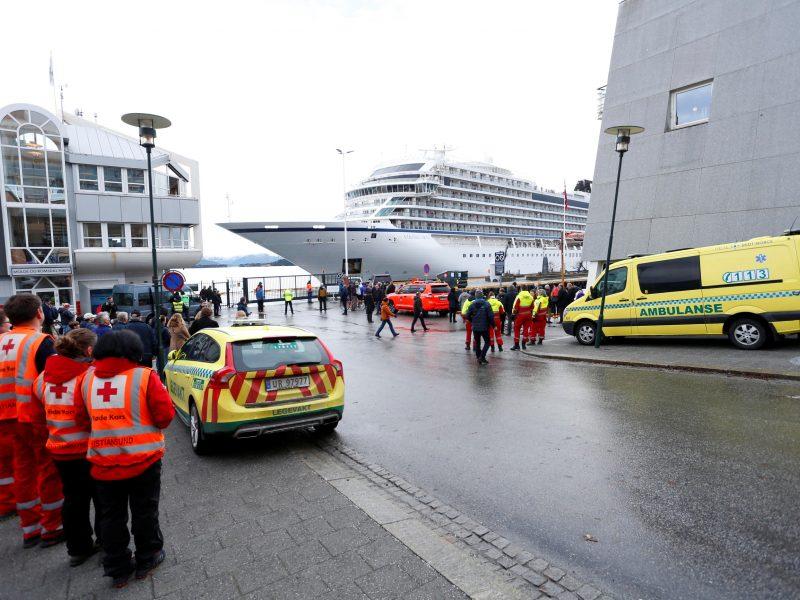 Sugedęs Norvegijos kruizinis laivas pasiekė uostą