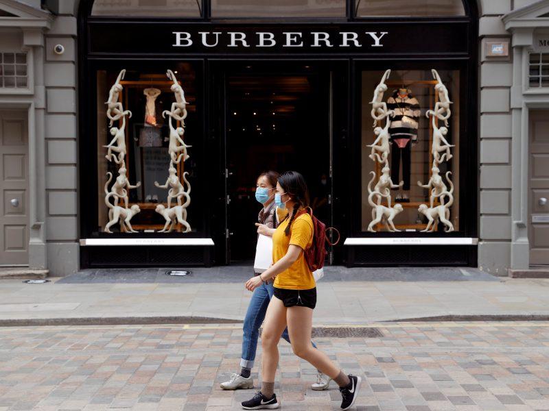 """""""Burberry"""" vadovas pranešė apie planus pasitraukti iš pareigų"""