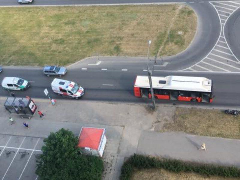 Kaune pasipylė avarijos: nukentėjo motociklininkas, suknežintas automobilis