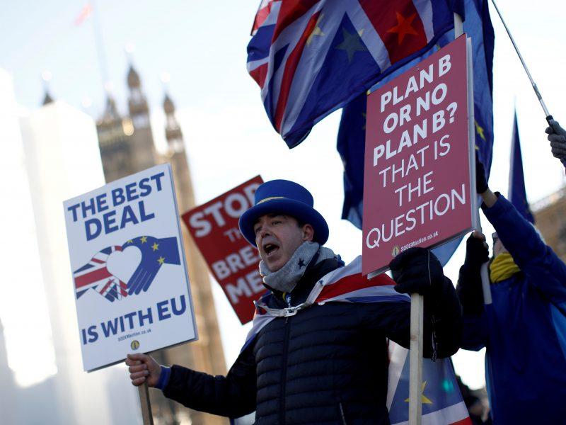 """Th. May sieks """"Brexito"""" susitarimo pakeitimų"""