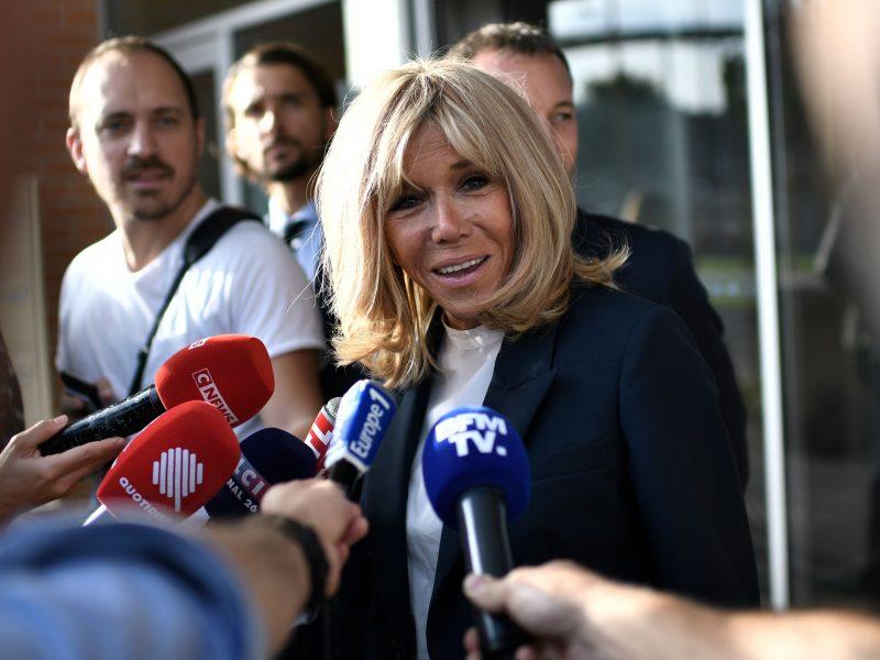 Prancūzijos pirmoji ponia B. Macron vėl imasi mokyti