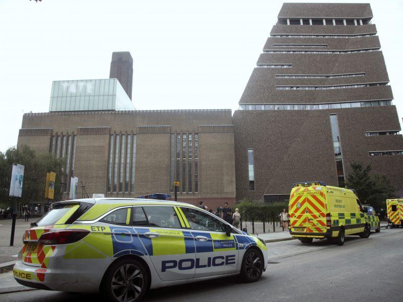 Londone iš apžvalgos aikštelės 10 aukšto išmestas berniukas