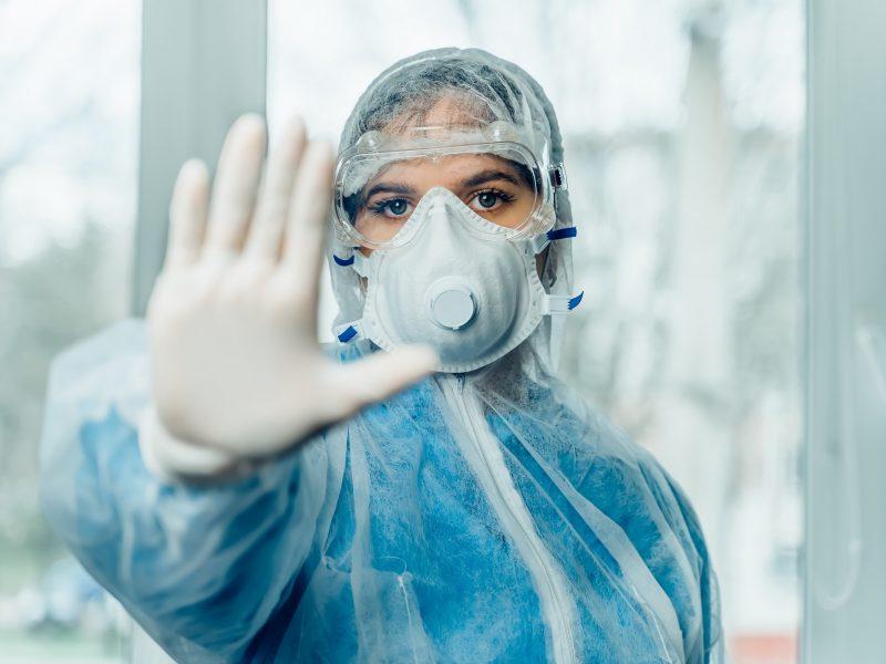 Nauji COVID-19 protrūkiai: Gargždų ligoninėje, Visagino teisme, įmonėse