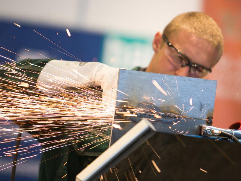 Lietuviai darbe nelaimingi ne tik dėl mažos algos