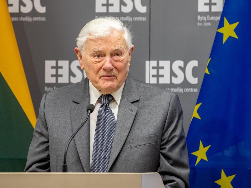 V. Adamkus apie COVID-19 krizės suvaldymą: Lietuvoje dedamos visos pastangos