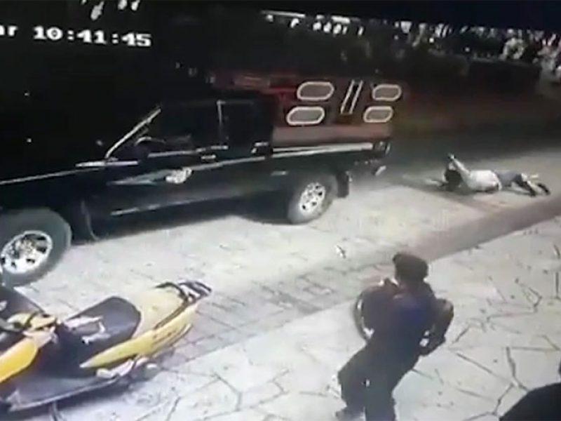 Žiaurus išpuolis prieš merą: pririšo prie automobilio ir tempė miestelio gatvėmis