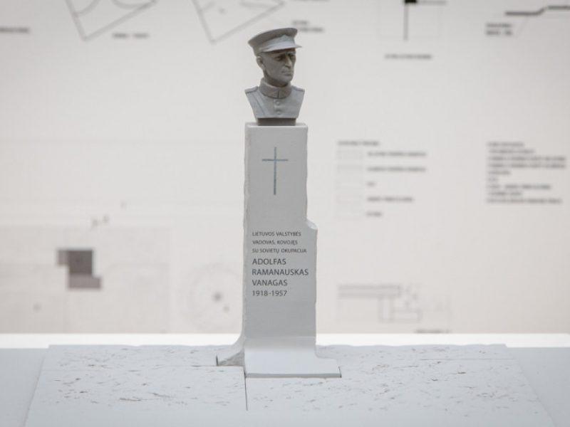 Pasirašyta sutartis su paminklo A. Ramanauskui-Vanagui konkurso laimėtojais