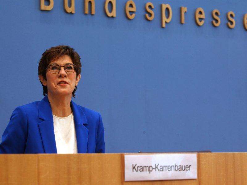 Vokietijos ministrė: tikėtina, kad NATO rugsėjį pasitrauks iš Afganistano