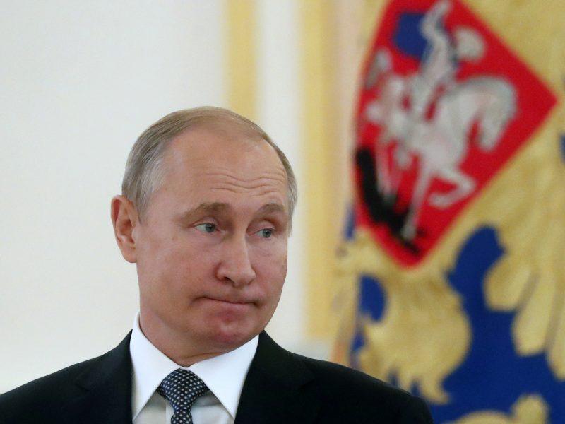 V. Putinas oficialiai įšaldė INF sutarties galiojimą