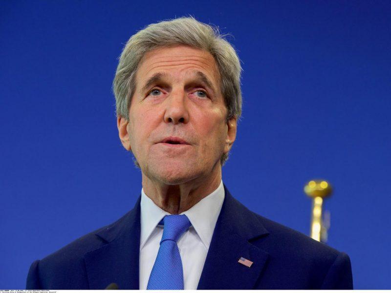 J. Kerry taps pirmuoju J. Bideno administracijos pareigūnu, apsilankiusiu Kinijoje