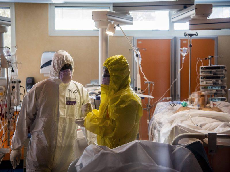 Italijoje koronavirusu užsikrėtė 6205 medikai ir slaugytojai, 36 mirė