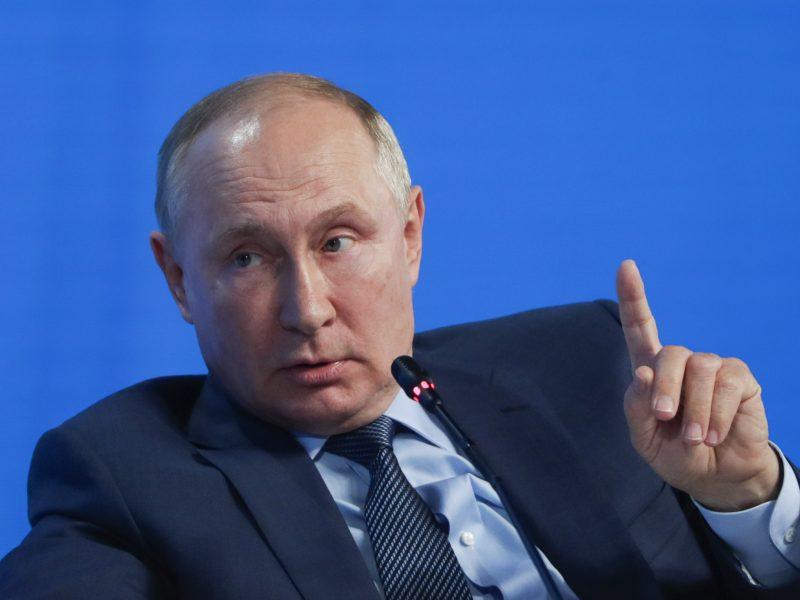Klausimo apie dar vieną kadenciją prezidento poste sulaukęs V. Putinas: pageidauju neatsakyti