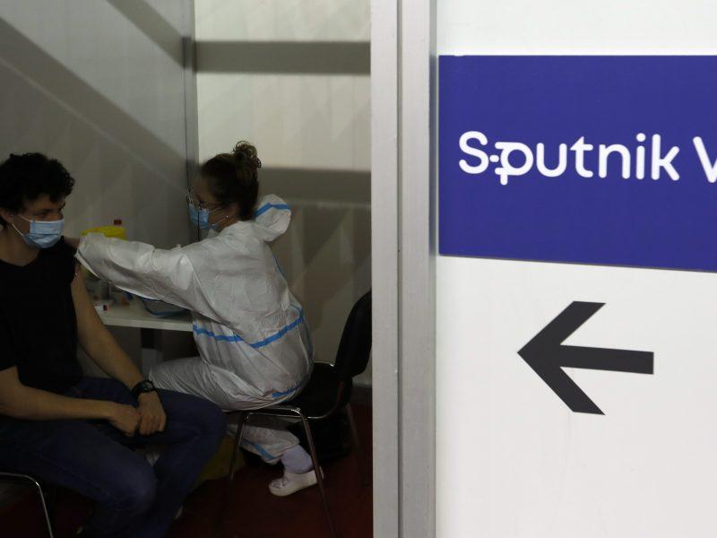 "Maskva apkaltino ES komisarą šališkumu dėl ""Sputnik V"" vakcinos"