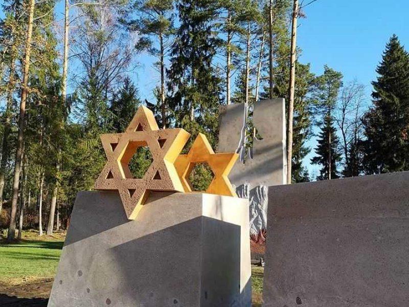 Vandžiogaloje pastatytas memorialas nužudytiems žydams