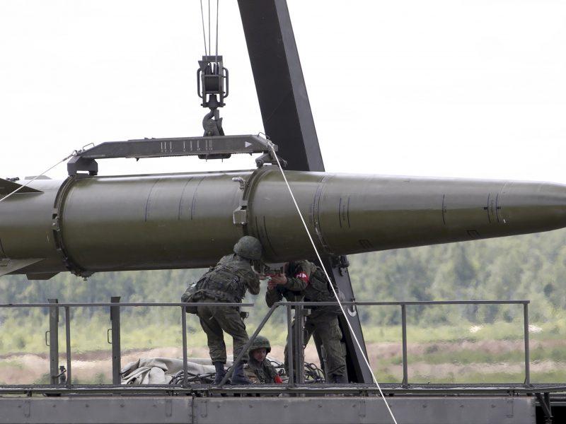 """Rusijoje raketa """"Iskander-M"""" nuskriejusi 480 km pataikė į taikinį Kazachstane"""