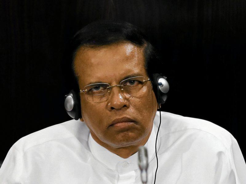 Kovos dėl valdžios apimtos Šri Lankos prezidentas paleido parlamentą