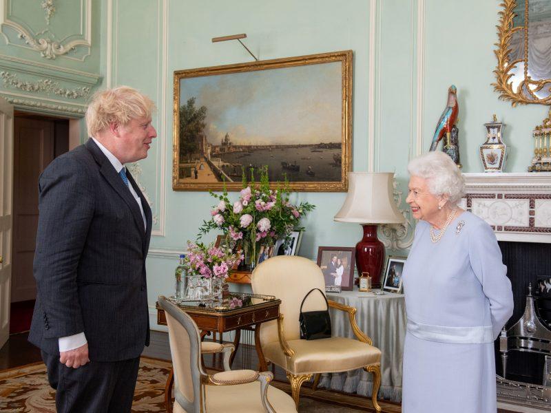 Britanijos karalienė pirmąkart nuo 2020 metų kovo priėmė premjerą tiesioginei audiencijai