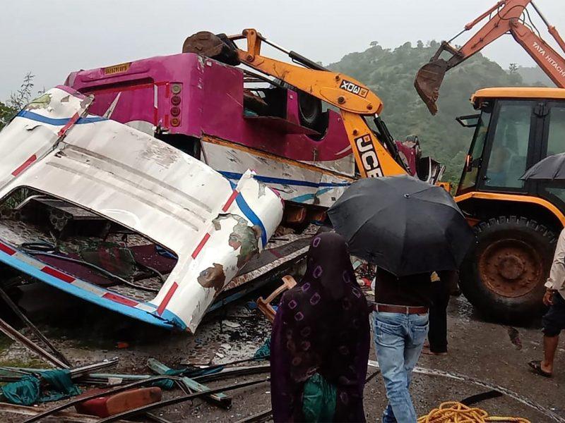Indijoje sudužus maldininkų autobusui žuvo 21 žmogus, 35 sužeisti