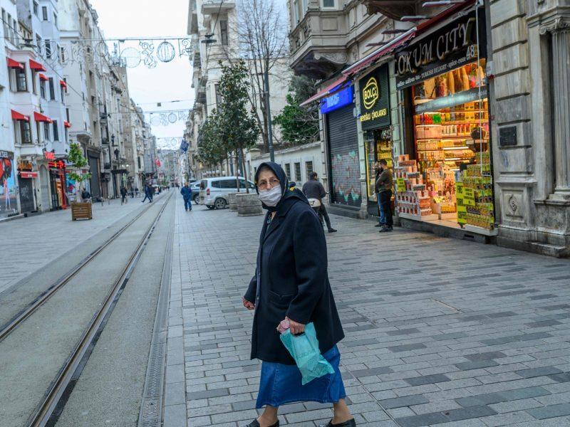 Turkijoje per parą užfiksuota daugiau nei 1000 naujų COVID-19 atvejų