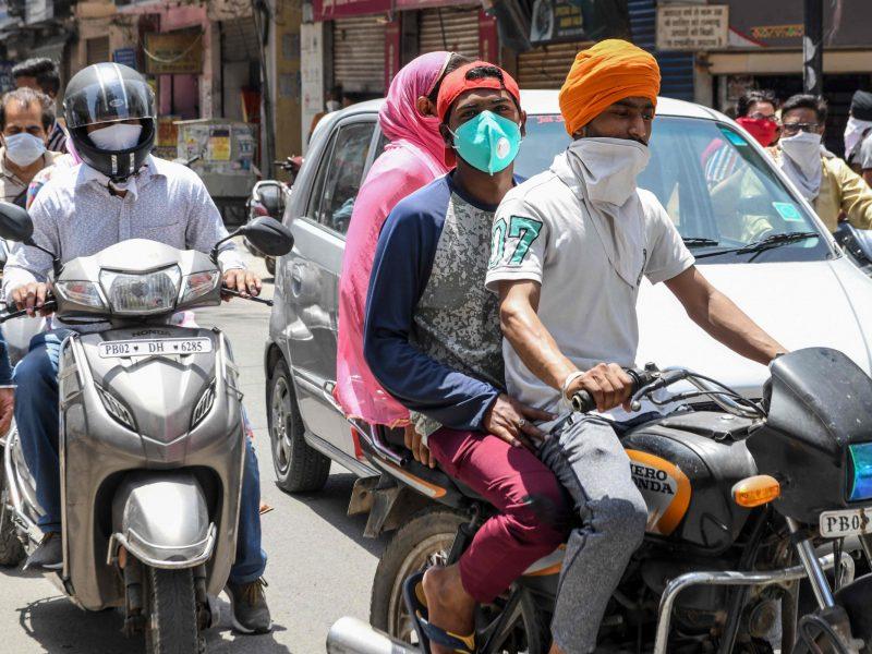 Indijoje jau antrą dieną iš eilės nustatoma per 6 tūkst. naujų COVID-19 atvejų