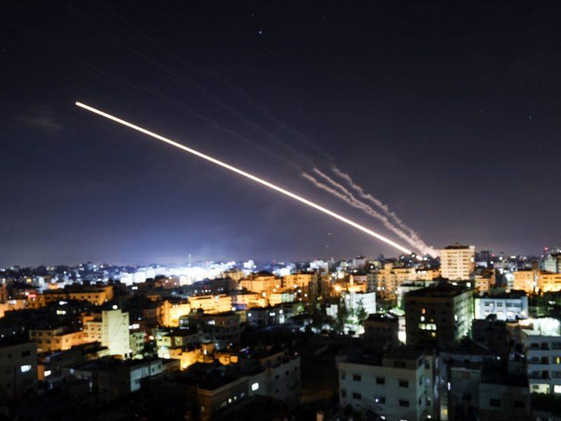 """Izraelio teismas nurodė """"Hamas"""" sumokėti kompensaciją žuvusių paauglių šeimoms"""