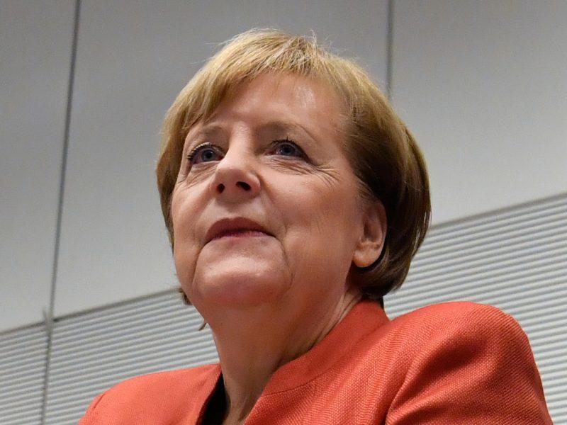 """A. Merkel sako """"besigrumianti"""" su E. Macronu dėl politikos klausimų"""
