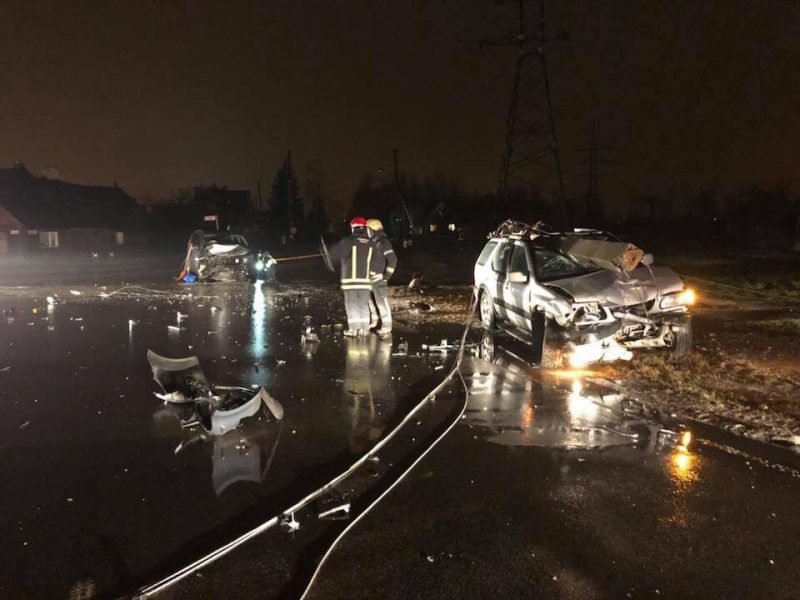 """Kalvarijos gatvėje sumaitoti automobiliai, """"Opel"""" vairuotojas išvežtas į ligoninę"""