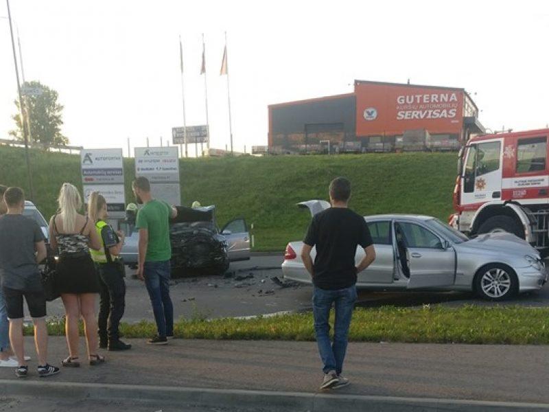 Per avariją Kuršių gatvėje nukentėjo keturi žmonės, du iš jų išvežti į ligoninę
