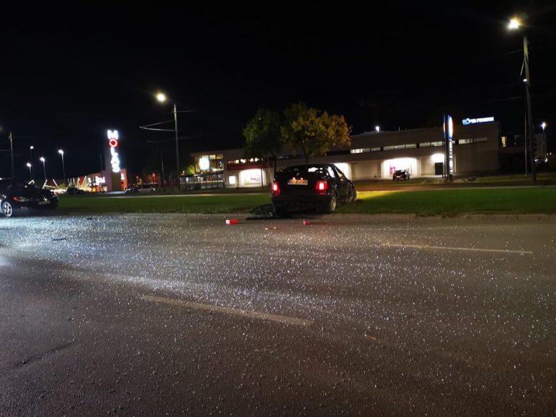 BMW vairuotojas prisivažinėjo: kliudė dviratininką, vertėsi ir rėžėsi į kitą mašiną