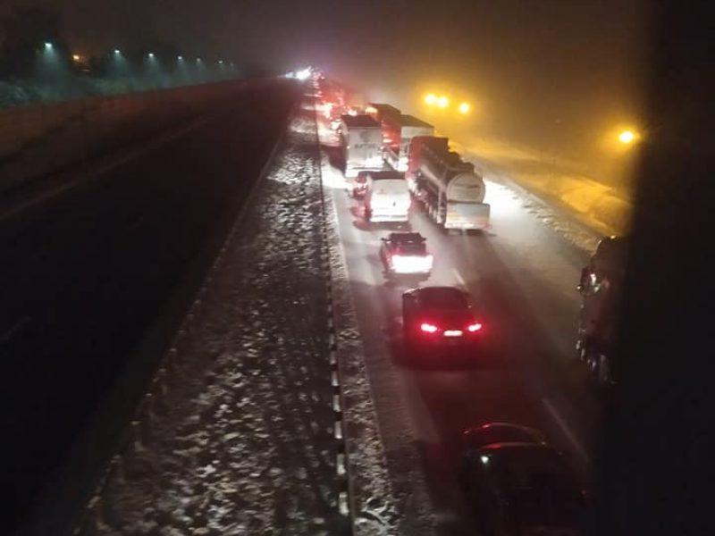 """Via Baltica"" kelyje, važiuojant link Kauno, į vilkiką rėžėsi du automobiliai"