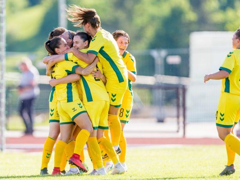 Lietuvės nugalėjo Latvijos futbolininkes ir kovos Baltijos taurės finale