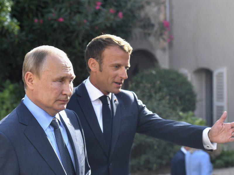 V. Putinas teigia jaučiąs atsargų optimizmą situacijos Ukrainoje klausimu