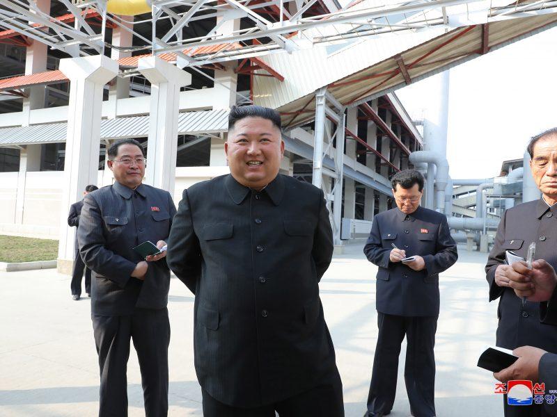 Šiaurės Korėjos televizija parodė reportažą apie Kim Jong-uno apsilankymą gamykloje