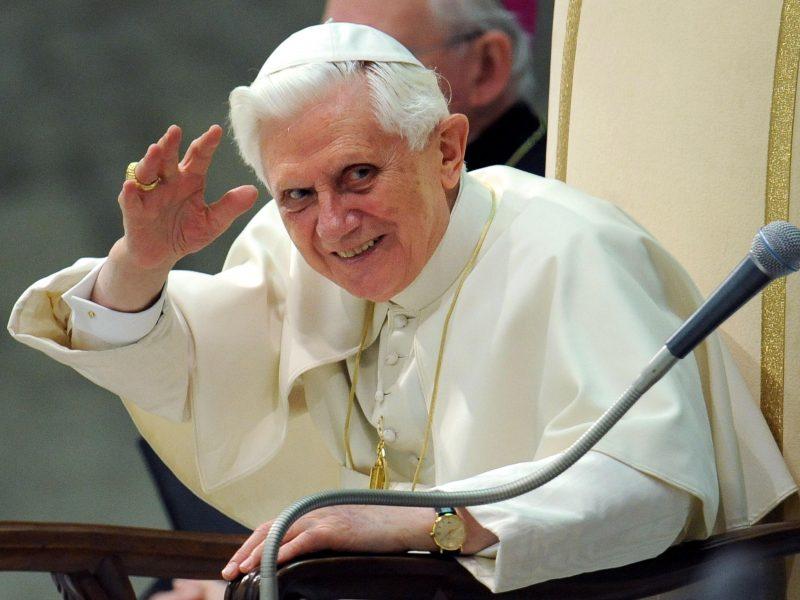 Vatikanas ramina: nėra ypatingo pagrindo nerimauti dėl Benedikto XVI sveikatos